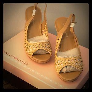 Bandolino size 6.5 summers Khaki heels